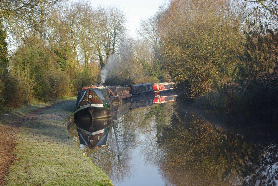 boats on canal thrupp yoga retreat
